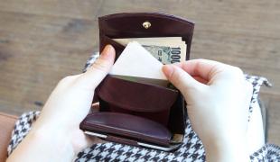 新たに鍵用ポケットを追加。レシートやクーポンなども挟めて便利